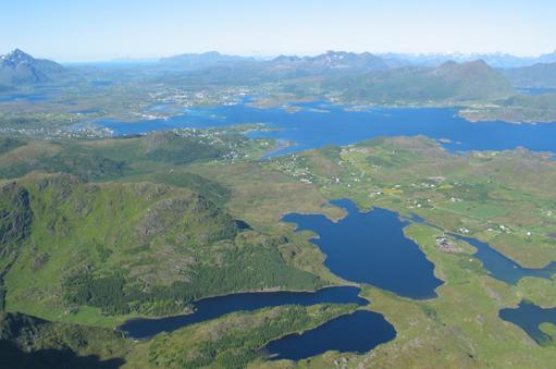 Utsikt fra Skottinden utover Buksnesfjorden mot Borge.