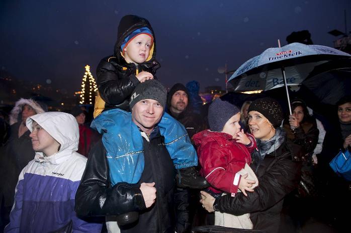 Håkon (5), Dag, Ingjerd (2) og Margrete Nesrosen koste seg på Lysfesten og var stolte av støresøster Kornelia som sang med Søråshøgda barnekor.