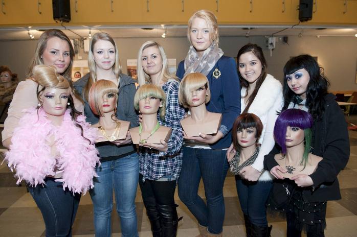 Denne gjengen fra Årstad videregående skole deltok i frisør-NM (Pivot Point Cup) i Oslo. Elisabeth Tvedt Høgi (17) (nr. 2 fra høyre) ble norgesmester (06.02.2012).
