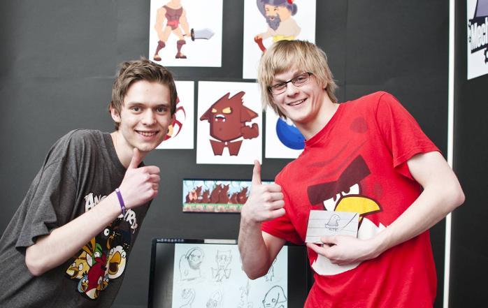 Machanical Hawk har gått en annen retning enn de fleste andre ungdomsbedriftene. De utvikler et 2D plattformspill fra bunnen av. Designer Mats Hope (t.v.) og markedsføringsansvarlig Anders Konglevoll. Begge er 18 år.