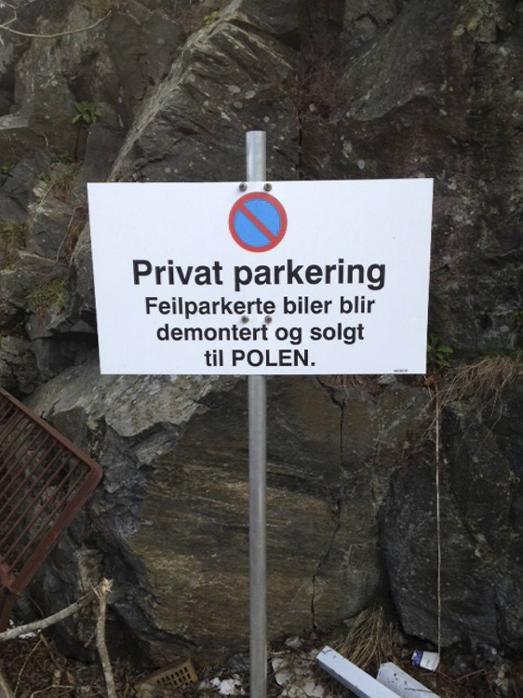 Dette skiltet står i Angleviken på Lille Sotra...