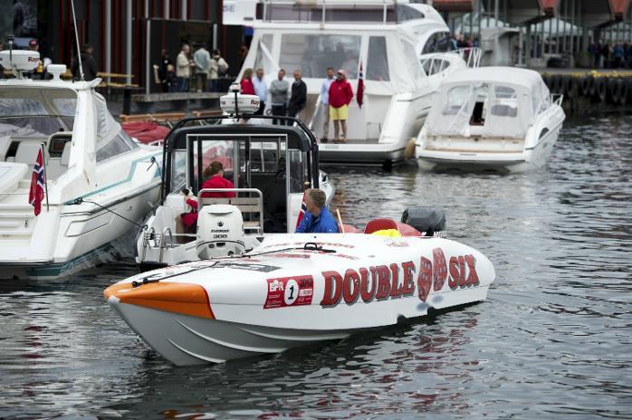 Båtene samles i Vågen, før de kjører tur/retur Bekkjarvik. Bergen Poker Run (16.06.2012).