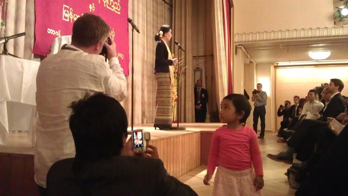Folkemøte med burmesere og Aung San Suu Kyi på Hotel Norge (17.06.2012).