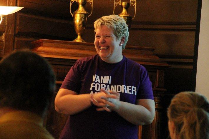 Mona Bøe fra Kirkens Nødhjelp delte av egne erfaringer gjennom sin jobb i Kirkens Nødhjelp og informerte de fremmøtte om målet med årets Tv-aksjon.