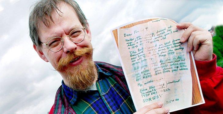 Kåre Henning Lindtveit kastet flaskepost ut i Skagerrak for 30 år siden, den er nå gjenfunnet av svensker! thumbnail