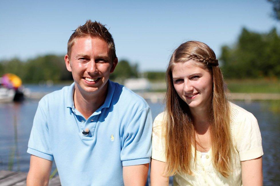 «Sønner av Norge»-Bjorn sørger for romantikk, når han lover bort kyss i premie på tennisbanen! thumbnail