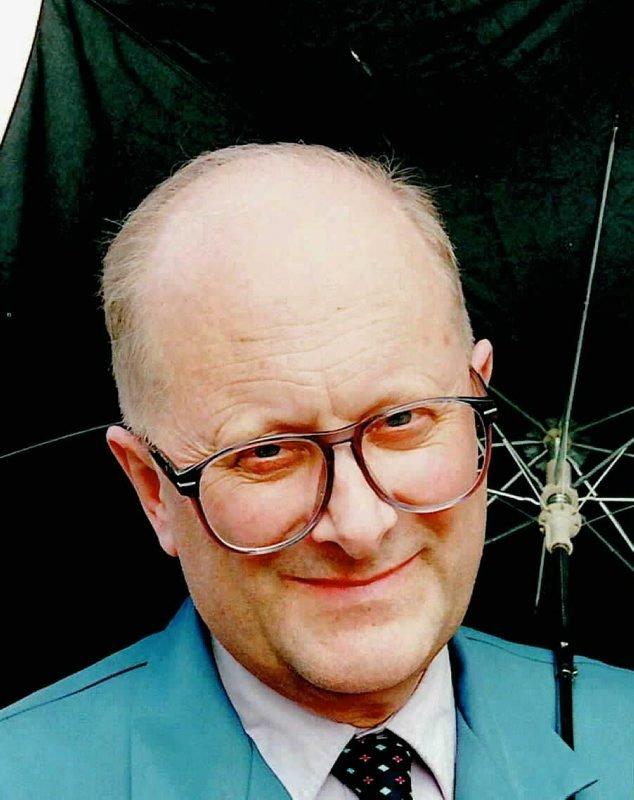 Vidar Theisen, pensjonert statsmeteorolog og Bodø-beboer fra 1956 til 1973, kan ikke si annet enn at det blåser mye i Bodø. - 3736994803_395913a