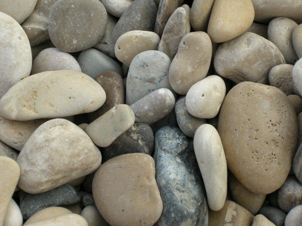 Eskorte i svart stein eller