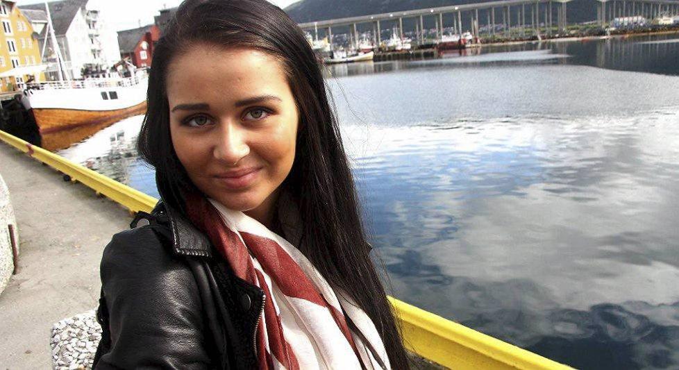Elise Irene Johansen (18) fra Sortland har reist til Tromsø for å få operert silikon inn i brystene.