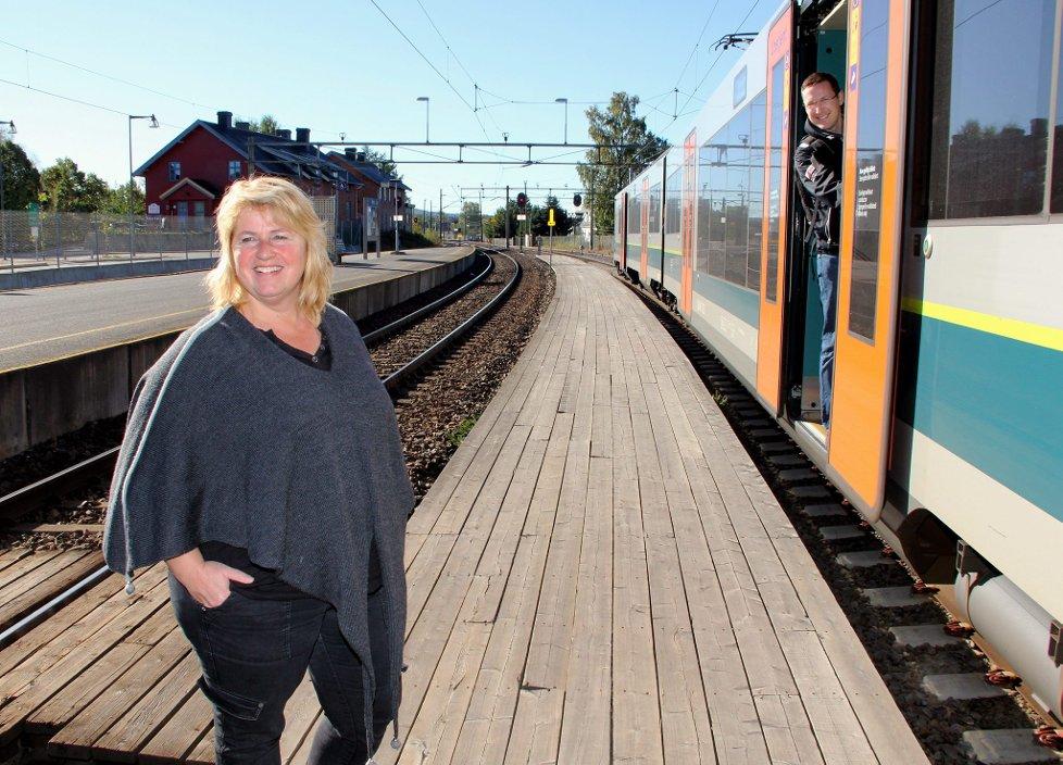 flirt kongsvingerbanen Snart er det bare nye flirt-tog å se på kongsvingerbanen dette feiret nsb med pendlerne onsdag morgen årnes stasjon.