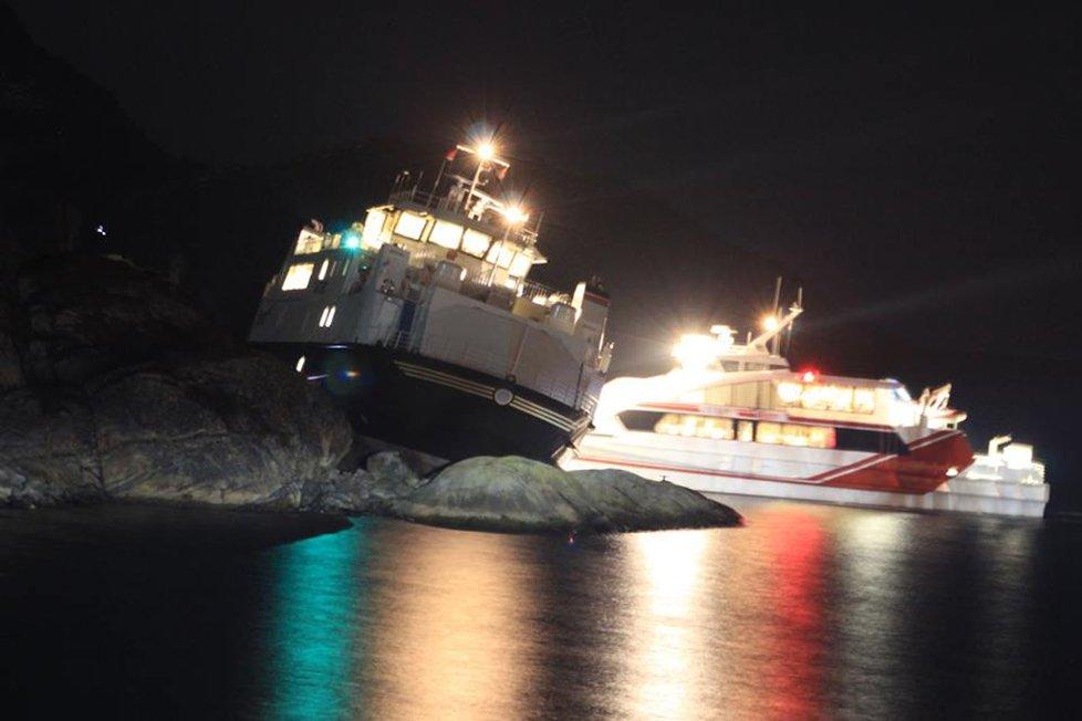 Afjord aground/ Daniel Dahl