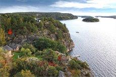 Ullerøy/Torsøkilen. Idyllisk fritidseiendom med stor eiet tomt, sandstrand og egen brygge!