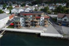 Attraktiv leilighet med nydelig utsikt i Ølen brygge! Nyoppført med tre soverom og terrasse.