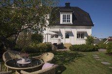 Strøken bolig med to leiligheter og attraktiv beliggenhet på Apenes!
