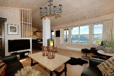 Velholdt leilighet over 2 plan i Bavallen. 3 soverom.