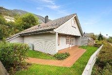 5-roms endeleilighet i rekkehus med garasje og terrasse