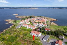Stavern/Risøya - Lekker 3-roms leilighet i 2. etg, østvendt og vestvendt terrasse med sen kveldssol. Garasje.