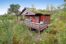 Hytte med naust ved Gjøsetvatnet.