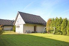 VISNING 8/10! Enebolig på to plan med terrasse og garasje i barnevennlig område