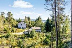 Enebakk - Helårs fritidseiendom med båtfeste og utsikt over Lysern - Sjelden mulighet
