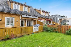 Knapstad - VISNING SØN 26/10 - Vertikaldelt tomannsbolig med garasje i rolig og barnevennlig område