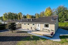 Nøtterøy/Vestskogen - Innholdsrik enebolig i kjede med 3 soverom. Nyere bad og stor hage. Nysådd plen!
