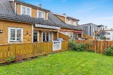 Knapstad - Vertikaldelt tomannsbolig med garasje i rolig og barnevennlig område