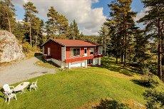 Gan/Fetsund - Høyt og fritt beliggende enebolig. Flott utsikt og gode solforhold. 20 min fra Lillestrøm.