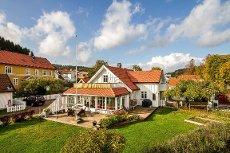 Stokke / Melsomvik - En meget sjarmerende eiendom, med mye nostalgi og sjønær idyll.