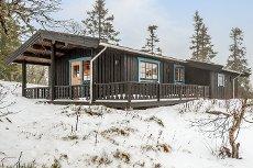 FAGERÅSEN: Innholdsrik hytte på stor tomt med fin utsikt i Fageråsen.