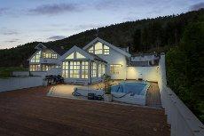 Fyllingsdalen - Enebolig - Utleiedel, svømmeb., garasje, utsikt og gode solforhold