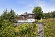 NY PRIS !! BØVÅGEN - Sjarmerende hytte med solrik beliggenhet nær sjø
