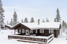 FURUTANGEN: Lun og koselig familiehytte m/9 sengeplasser. Høy standard og fine løsninger. Stor terrasse.