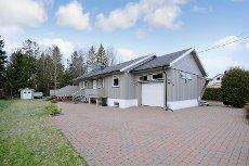 Åsgårdstrand - Horten. Enebolig på ett plan + innredet kjeller - 4 soverom - integrert garasje.