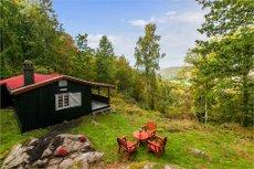 Koselig og usjenert beliggende fritidseiendom med flott utsikt