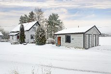 Båstad - Koselig eiendom med stor garasje. Visning onsdag 11. februar kl. 18. Velkommen !