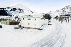 Leitebakken / Leknes - Eiendom med stort bolig/næringsbygg - Stor solrik tomt