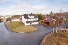ENEBOLIG NORDRE VARDÅSEN - Stor, meget innholdsrik og flott bolig på solrik tomt