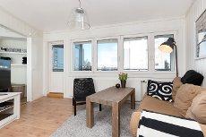 LILLESTRØM: Koselig 1-roms leilighet m/innglasset balkong - V.v. og fyring inkl. - Mulighet for egen p-plass - Sentralt!
