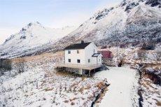 Smedvik - Enebolig i idylliske omgivelser - Stor tomt og flott utsikt