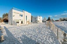 MAURA / NANNESTAD - Stilren funiks enebolig med en fantastisk stor og solrik takterrasse! * Stor garasje på 46 kvm