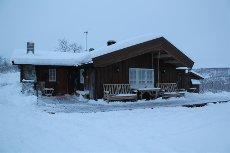 HYTTE I MASI / HABATJAVRI - Familiehytte med 2 stuer og 3 soverom. Grillstue, uthus, badstu, lekestue.