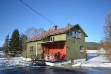 GJESSÅSEN - Landlig beliggende enebolig m/godt potensiale, uthus/garasje med boder.