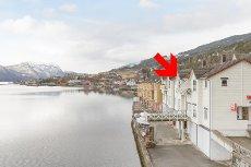 VISNING MANDAG 23/03 KL 16:30! Leilegheit ved fjorden i Sandane sentrum!