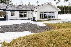 FLISA/VÅLER - Nytt og flott hus som er meget praktisk.