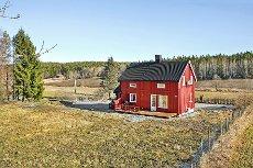 Koselig enebolig i landlige omgivelser med naturen og skogen som nærmeste nabo.