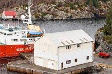 Visning idag; Stort naust over 3 etasjer med tilhørende kaianlegg. Blomestø - Øygarden