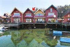 Obligasjonsleilighet beliggende i vannkanten med egen båtplass