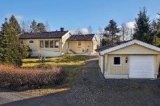 Visning tors. 26. 3 kl. 18.00 - Koselig eiendom med stor tomt, landlig beliggende like utenfor Meieribyen.