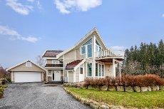 Helgeroa - Praktfull enebolig med mange flotte detaljer og særpreg - Flott utsikt og gode solforhold - Dobbel garasje